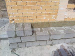 Кладка стен из цементно-песчаных блоков