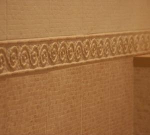 Облицовка стен кафельным бордюром