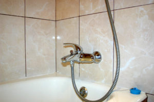 Установка смесителя для ванны