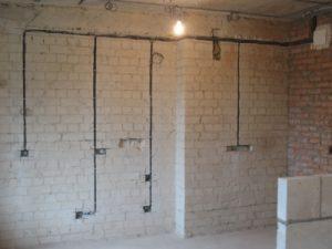 Штробление стены под проводку (кирпич, блок)