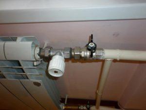 Установка термоголовки радиатора на кран